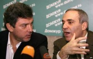Boris Němcov a Garri Kasparov - dva typičtí představitelé liberálního opozičního hnutí v Rusku