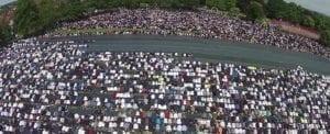 Modlící se muslimové v Birminghamu